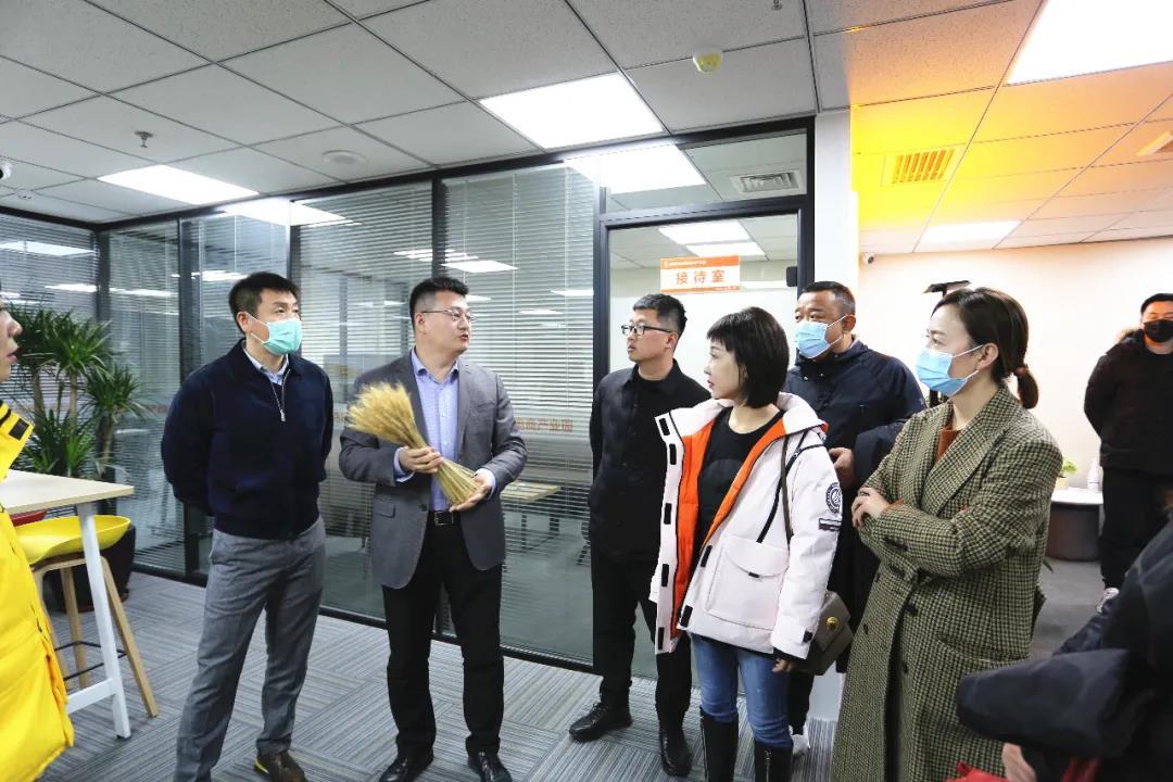太原市青年家企业商会50多位企业家,在杜建会长的带领下,来到晟尧跨境电商产业园参观考察。插图(3)