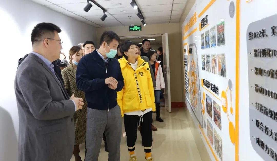 太原市青年家企业商会50多位企业家,在杜建会长的带领下,来到晟尧跨境电商产业园参观考察。插图(4)